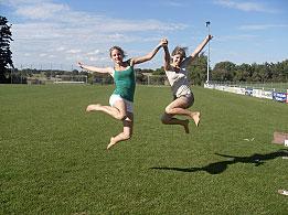 springende Mädchen